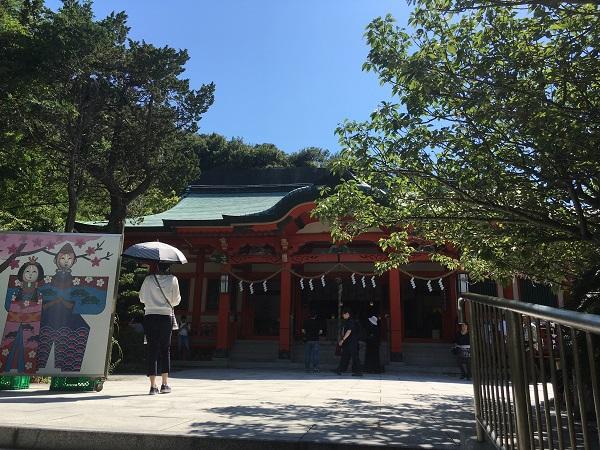 淡嶋神社の本殿と境内