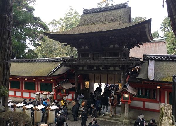 石上神宮の拝殿の楼門